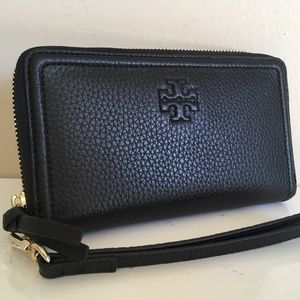 Tory Burch NWT THEA ZIP AROUND SMARTPHONE WRISTLET